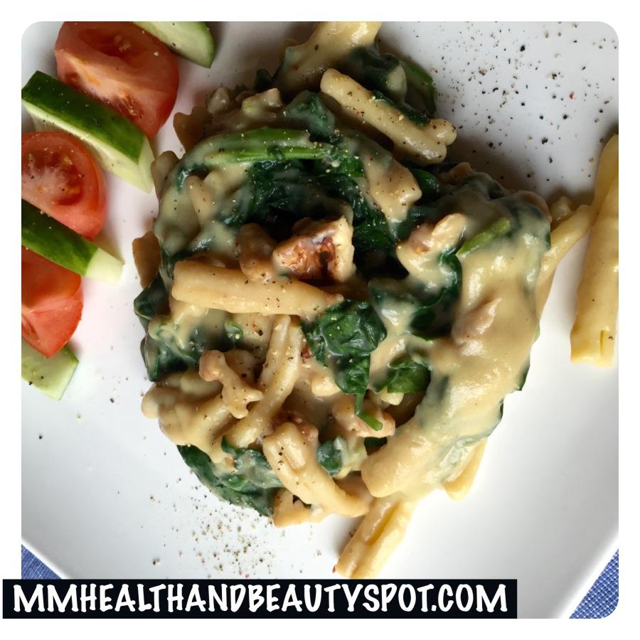 Recept: Pasta met spinazie, walnoten en kaassaus #veganistisch#vegan